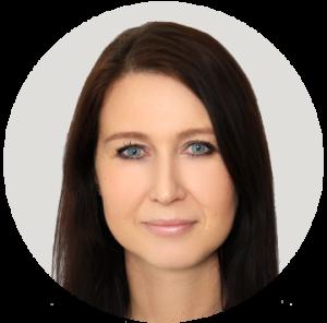 Aleksandra Wachsmann arbeitet in der Buchhaltung bei den internetwarriors.